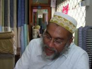 интервью в индийской лавке тканей г.Дар-эс-Салаам (фото Е. Деминцева)