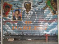 Граффити в известнейшем черном районе Нью-Йорка Гарлеме: «Раздели мечту. Добро пожаловать в божественный Гарлем». Портреты слева направо: Малкольм Икс, Барак Обама, Нельсон Мандела, Мартин Лютер Кинг (фото Д.М. Бондаренко)