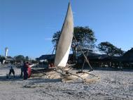 Доу на берегу, Багамойо (фото А.А. Банщиковой)