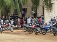 Бенин Университет Абомей - Калави. Мотоциклы - наиболее распространенный вид транспорта среди студентов