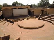 Нигер Главный амфитеатр университета. Во главе его портреты Тома Санкара и Каддафи