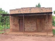 Kamasu (луганда) - _бизнес здание_. В одной половине дома жилое помещение, в другой - магазин