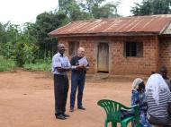 Антрополог Д.М.Бондаренко и Mr. Paul перед работой с информантами, деревня Капеке