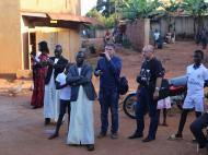 Антрополог Д.М.Бондаренко и фолклорист В.Л.Кляус на церемонии бракосочетания, пригород Кампалы