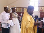 Венчание Николаса и Юстины в старообрядческой церкви, пригород Кампалы. Венцы, удобные для транспортировки, были выполнены РПСЦ специально для угандийских старообрядцев