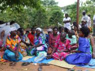 Информантки - старообрядки деревни Капеке в традиционных платьях Gomesi