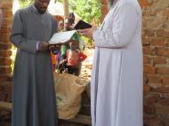 Отец Никола и отец Иоаким в поместной церкви Накабаале