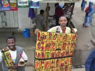 Торговцы картинами в Аруша (фото Е. Деминцева)