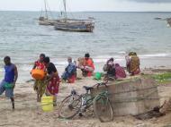 На берегу Индийского океана, г.Багамойо (фото Е. Деминцева)