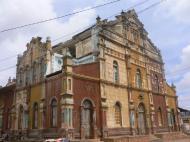 Церковь в бразильском стиле, превращенная в мечеть. г. Порто-Ново (фото Т.В. Евгеньевой)