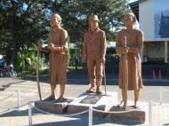 Памятник Д. Ливингстону и его верным африканским помощникам – Суси и Чуме – у здания аэропорта г. Ливингстона (фото Д.М. Бондаренко)