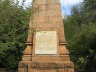 Памятник в окрестностях г. Ливингстона, посвященный белым северородезийцам, погибшим в I Мировую войну; черные северородезийцы, погибшие в рядах британской армии, на памятнике упомянуты, но их имена не приведены (фото Д.М. Бондаренко)