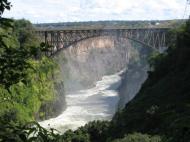 Мост «Водопад Виктория», соединяющий Замбию и Зимбабве (фото Д.М. Бондаренко)